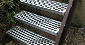 Diamond Grating Folding Step Perf O Grip Stair Treads In Garden